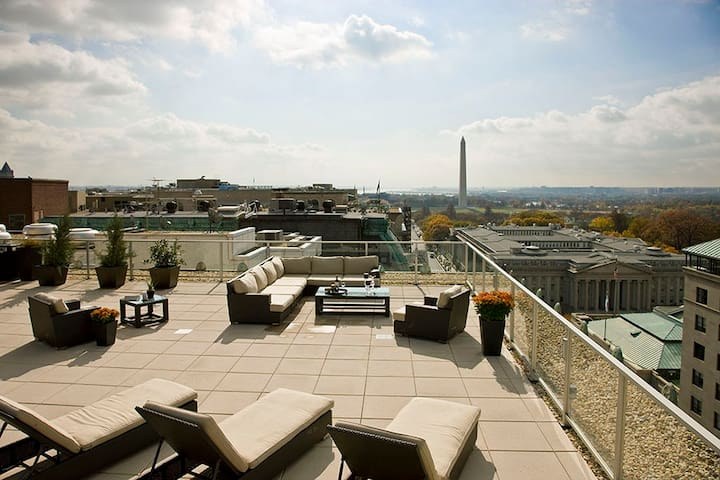 3 Bedrooms with a View, next to the White House