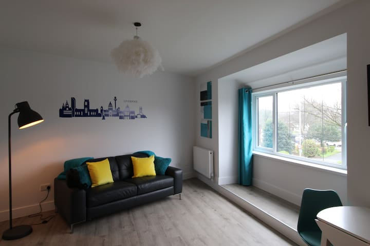 Recently Renovated 2 Bed Apart (2) South Liverpool
