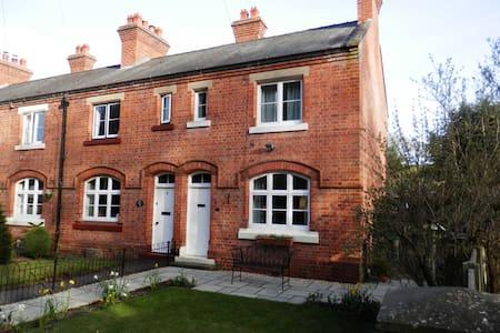 Delightful ex railway cottage - Marshbrook