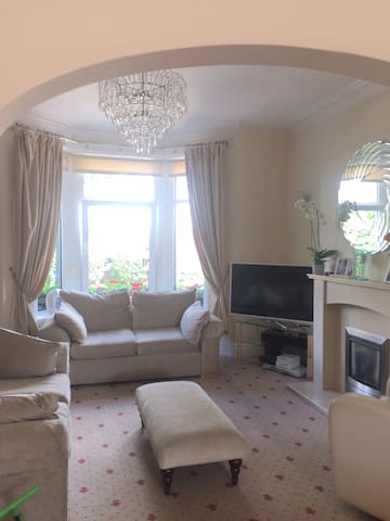 UCI- Large homely 3 Bedroom House in harrogate