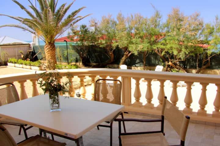 Monumentale villa aan de Toscaanse kust met tuin en terras