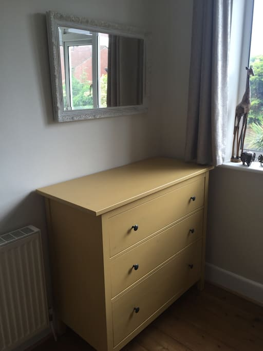 Private single or double bedroom in christchurch houses for Bedroom furniture christchurch