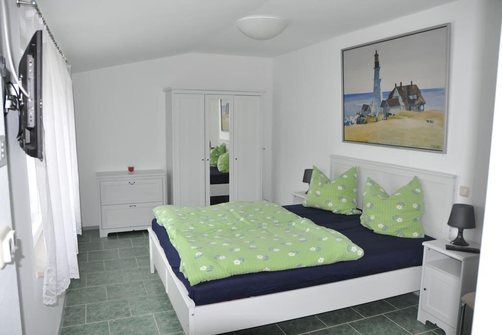 Schlafzimmer mit Rollladen
