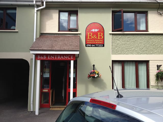 ARCH HOUSE BED & BREAKFAST  Guest Double Room 1 - Athlone - Bed & Breakfast