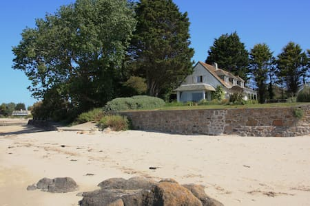 Beach House - Exceptional Position - Reville - Hus