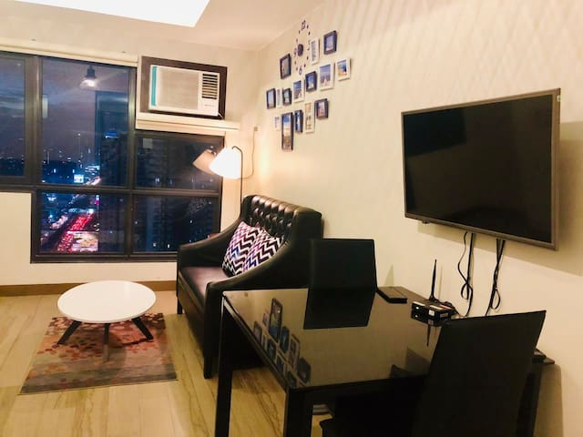 #City view condo unit w/ pool & gym along edsa