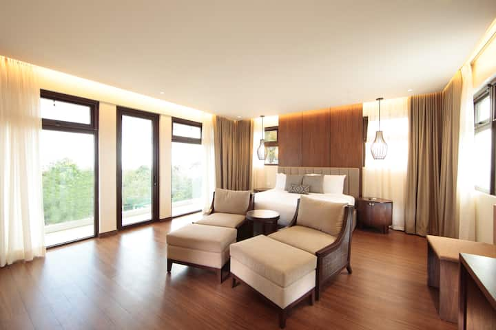 Luxurious Bed & Breakfast  Suite with a View