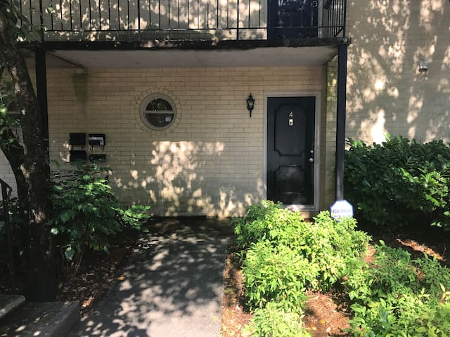 Perimeter Mall Area Condo for 1-3