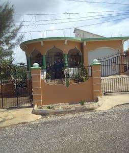 Bangaz House - Ev