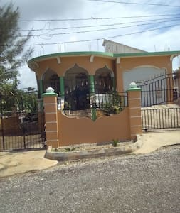 Bangaz House - Σπίτι