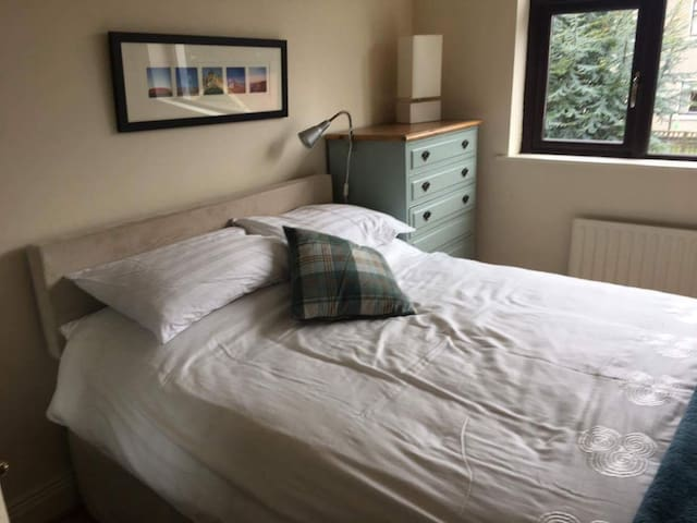 2nd of 2 Bright double rooms, in a great location