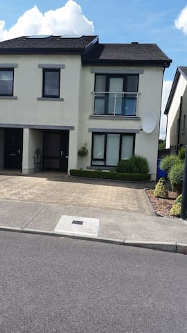Beautiful, modern,well located home in Ballinasloe