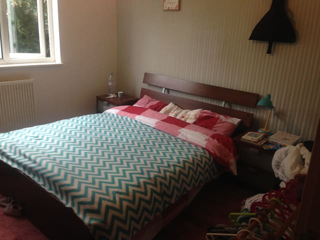 Lovely Bedroom ; 10 min by foot of theCentre:MK - Springfield