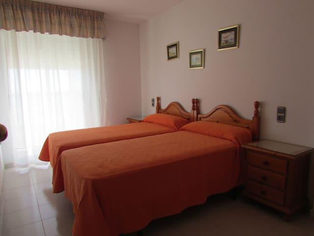 Habitación 2 con dos camas individuales