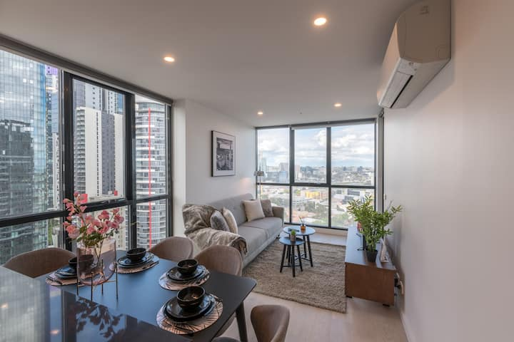 Southbank Stylish 2 Bedroom w/Parking and View