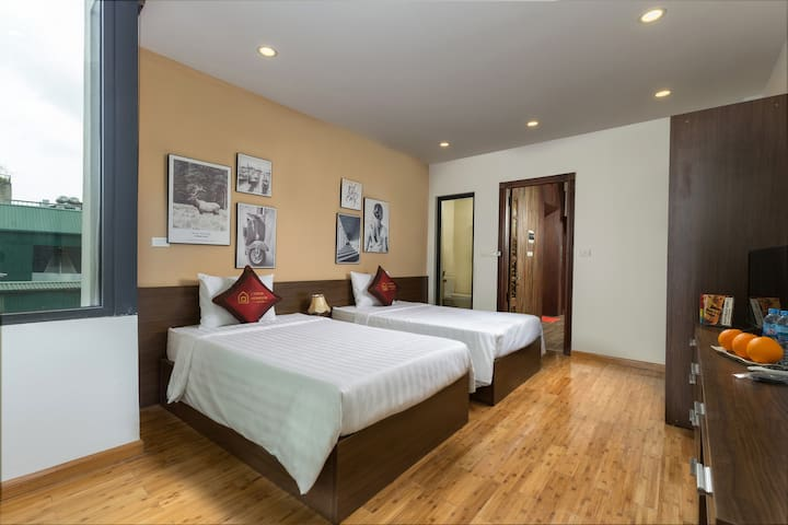 twin beds with large terrace