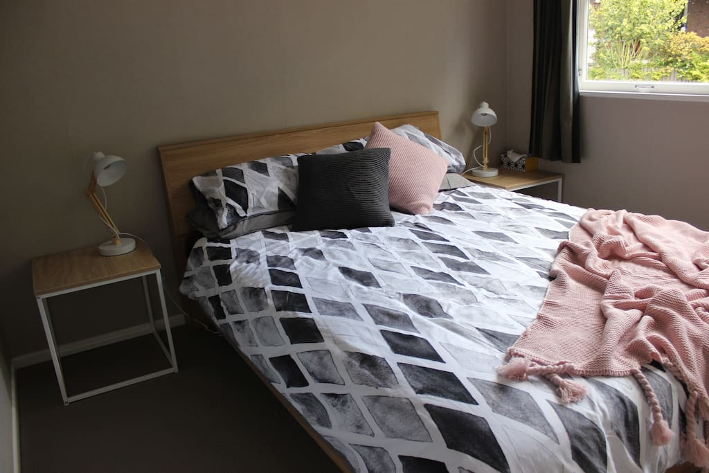 Comfortable Tidy Room In Beautiful West Auckland Houses
