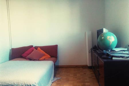 private&lovely Room very central near the river - Zurique - Apartamento