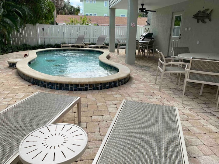 B-Freshly renovated with pool, steps to the beach!