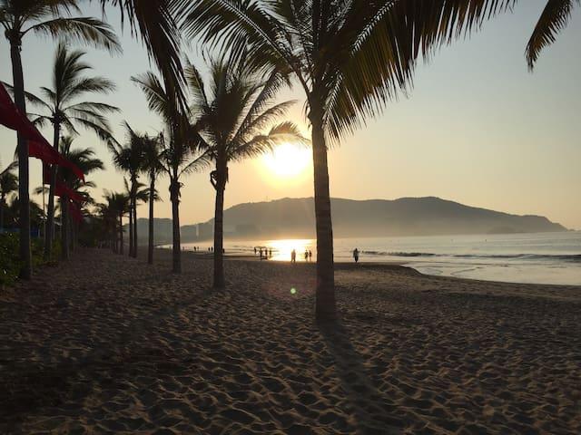 CASA EN IXTAPA, a 2 Cuadras de la Playa, FamiliarB