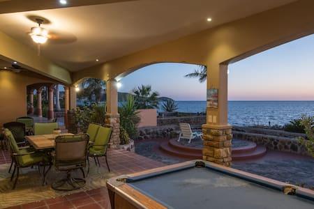 BEAUTIFULL HOUSE BEACH FRONT(FRENTE AL MAR)