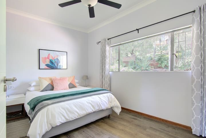 Queen bed with ceiling fan