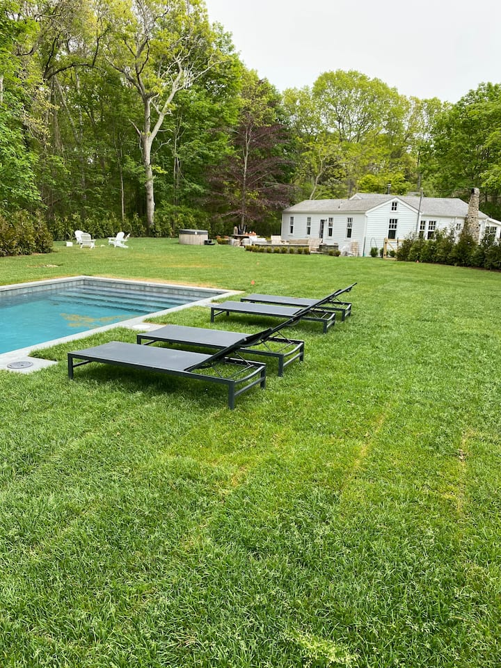 Secluded Southampton Cottage - w/NEW POOL & Spa