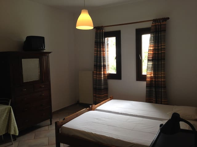 Spacious Room  in Heraklion - Anopoli