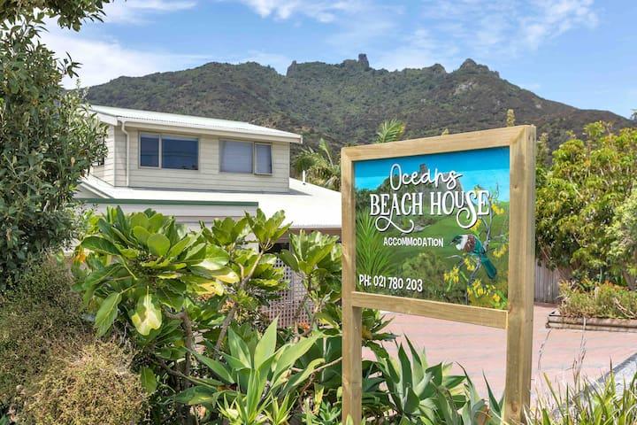 Oceans Beach House - The Beach Room