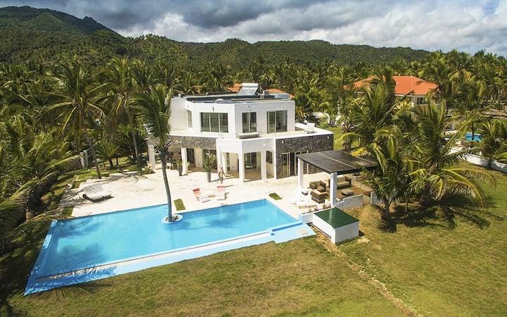 Oceanfront Luxury Villa La Casa Blanca