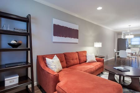 LOVELY 2 BEDROOM TOWNHOUSE - Houston