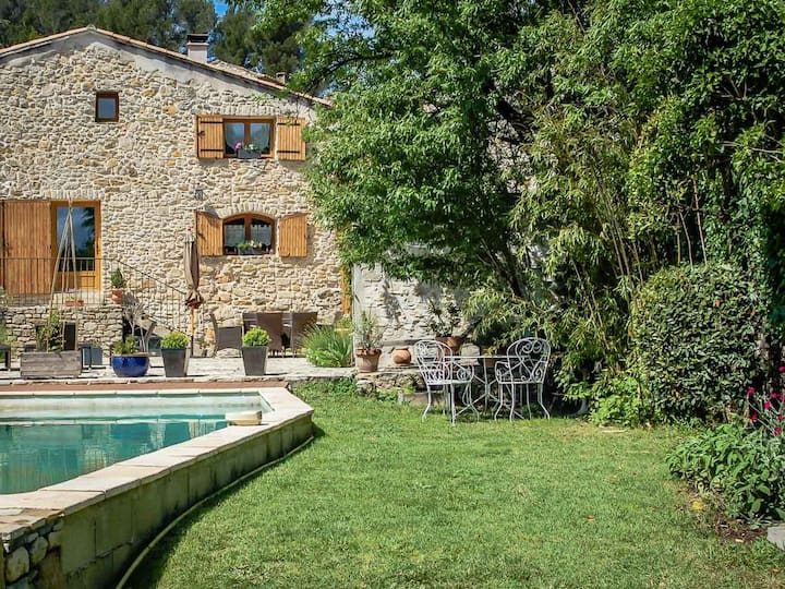 Beautiful stone house in Orsan, Gard, private pool, pets allowed