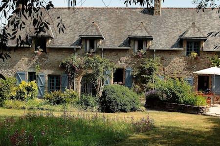 Le Grand Bois - Bazouges-la-Pérouse - Hus