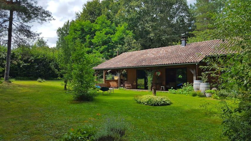 Périgord pourpre, maison en bois, vacances nature