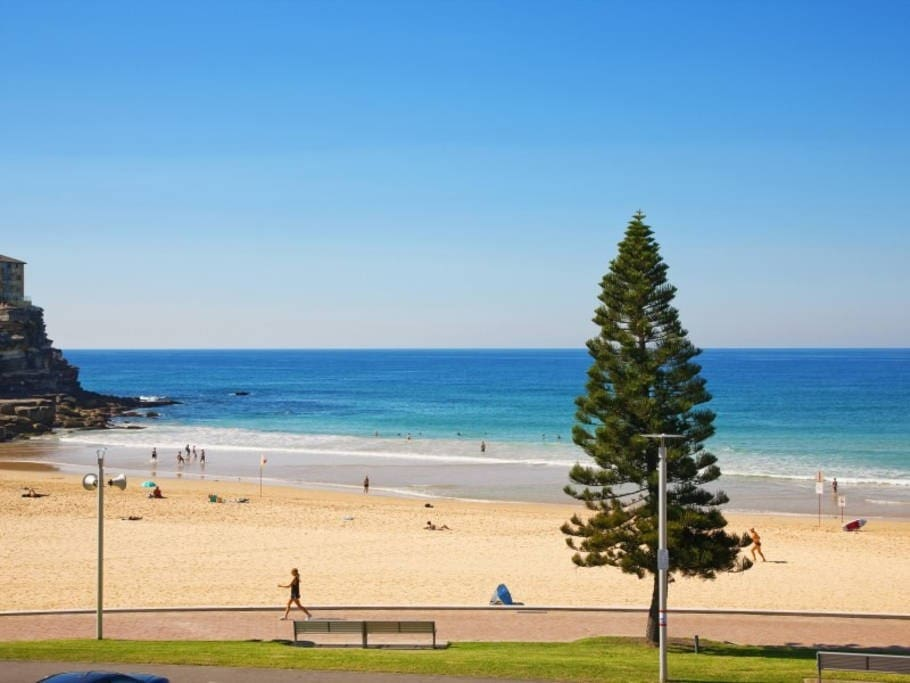 You are 2 mins walk to Manly beach, breakfast or a morning surf