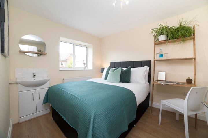 Lovely Double Room in One of London's Safest Areas