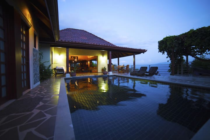 Breathtaking Views in Paradise-Balinese style Home - Atenas - House