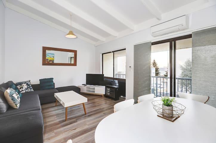 West Beach Lagoon 221 - Stylish Apartment!