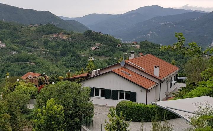 Villa Bella ampia piscina e splendido giardino!