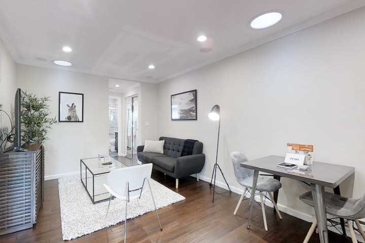 Freshly Remodeled 1BR Condo with Pool