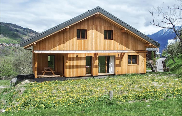 Holiday cottage with 4 bedrooms on 145m² in Les Avenchers Valmorel