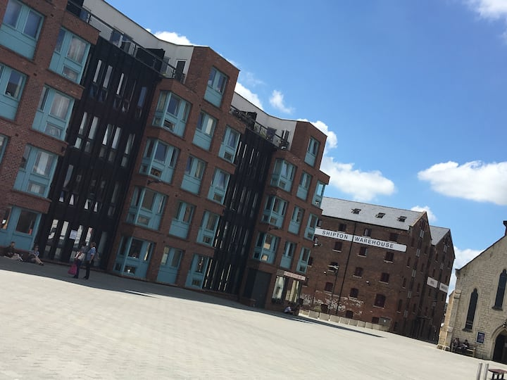 2-Bed Luxury Apartment - Historic Gloucester Docks