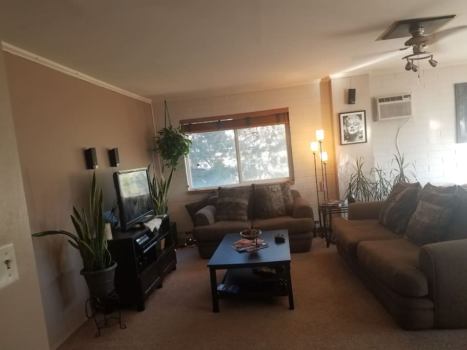living room with Tv and Wi-Fi.