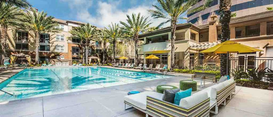 Central Irvine | Mins to Newport Beach | Pool Open
