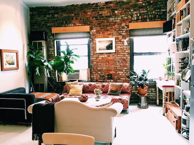 Private Room in Williamsburg Loft