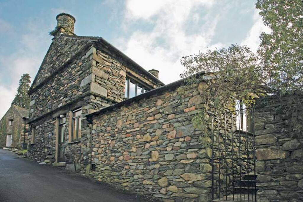 Dwarf Hall Cottage is the end section of Dwarf Hall