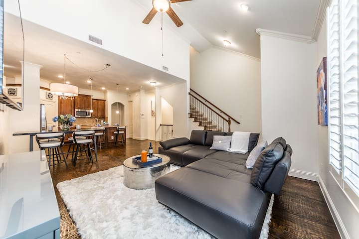 7th Day FREE! Luxury Townhome @ Shops at Legacy