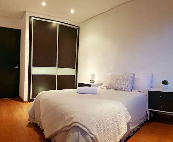Luxurious Bedroom w/ TV (WTC, Condesa, Roma)