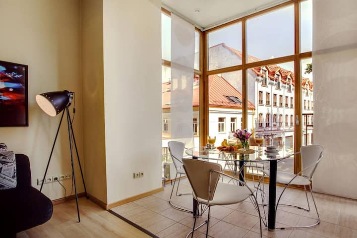 Cosy & Comfy Old Town Apt - Ideal for Longer Stays