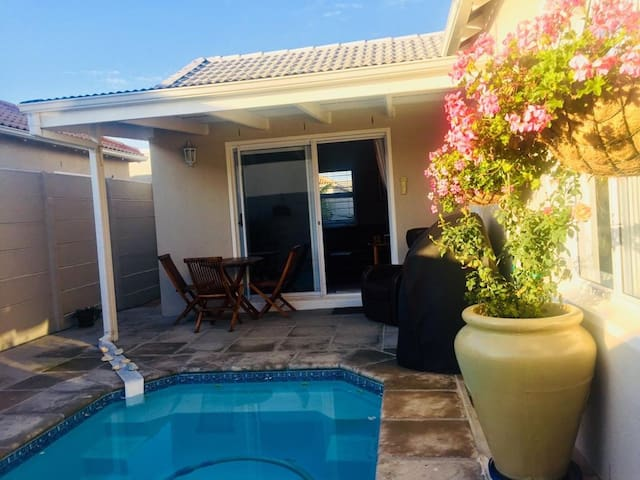 Blouberg Garden Cottage with Pool